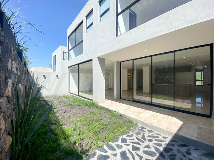 venta casa 3 recamaras con jardin en altozano queretaro