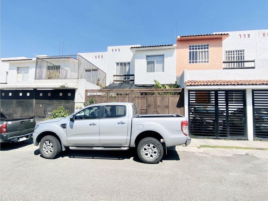 en venta casa de 3 recamaras sobre calle punta san carlos queretaro
