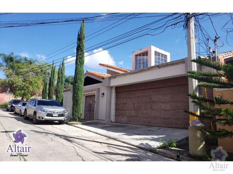 se vende amplia casa en col loma verde