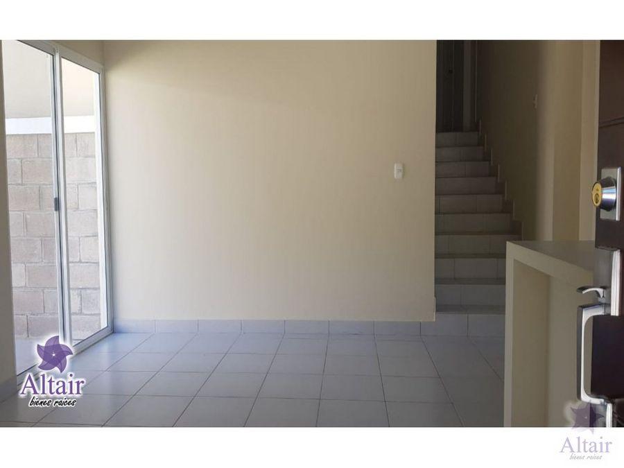 se vende casa nueva en valle de angeles