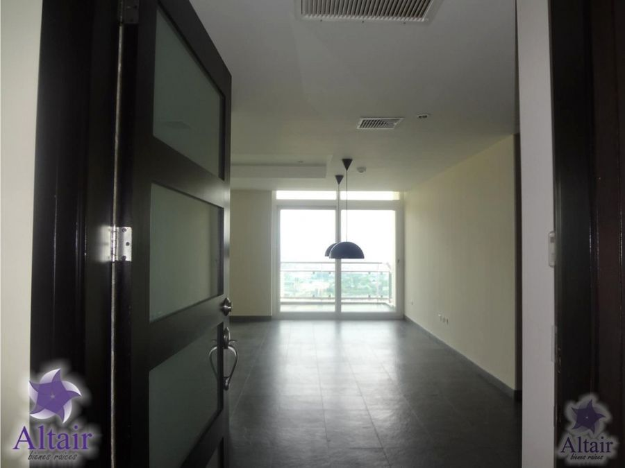 se alquila apartamento en sky tower