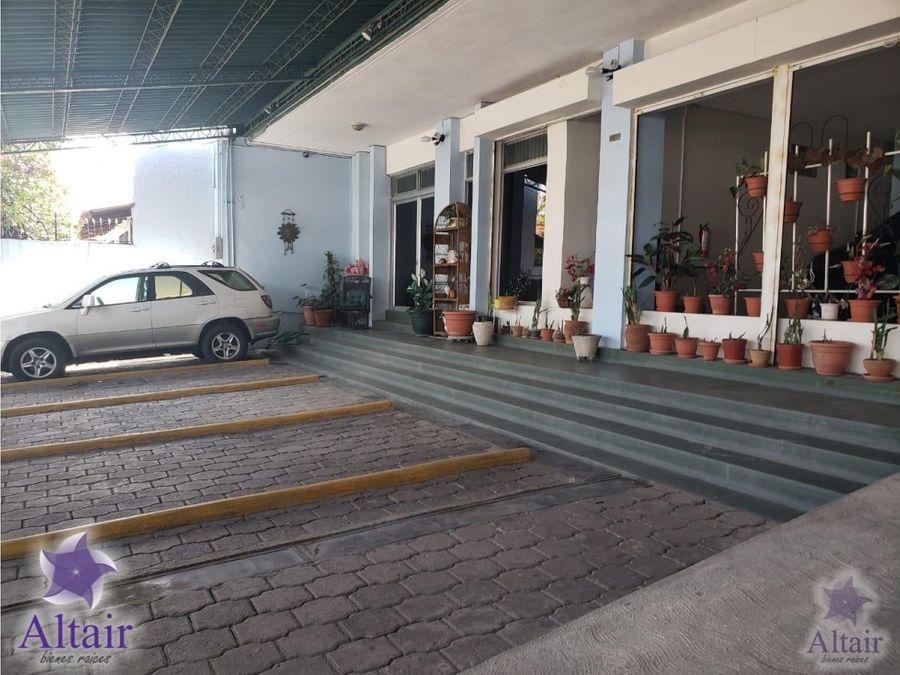 se renta local comercial en plaza moderna sps