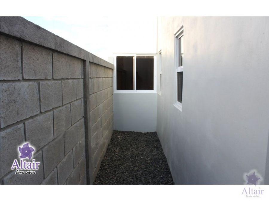 se vende casa en residencial santa cristina
