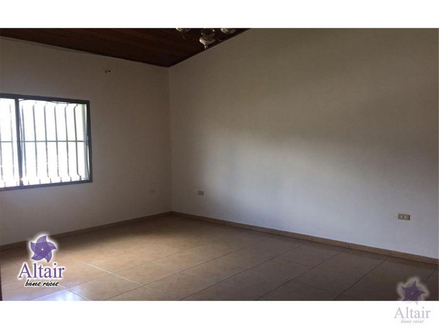 se alquila apartamento en colonia lara