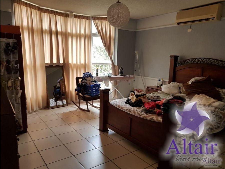 se renta casa en residencial los castanos