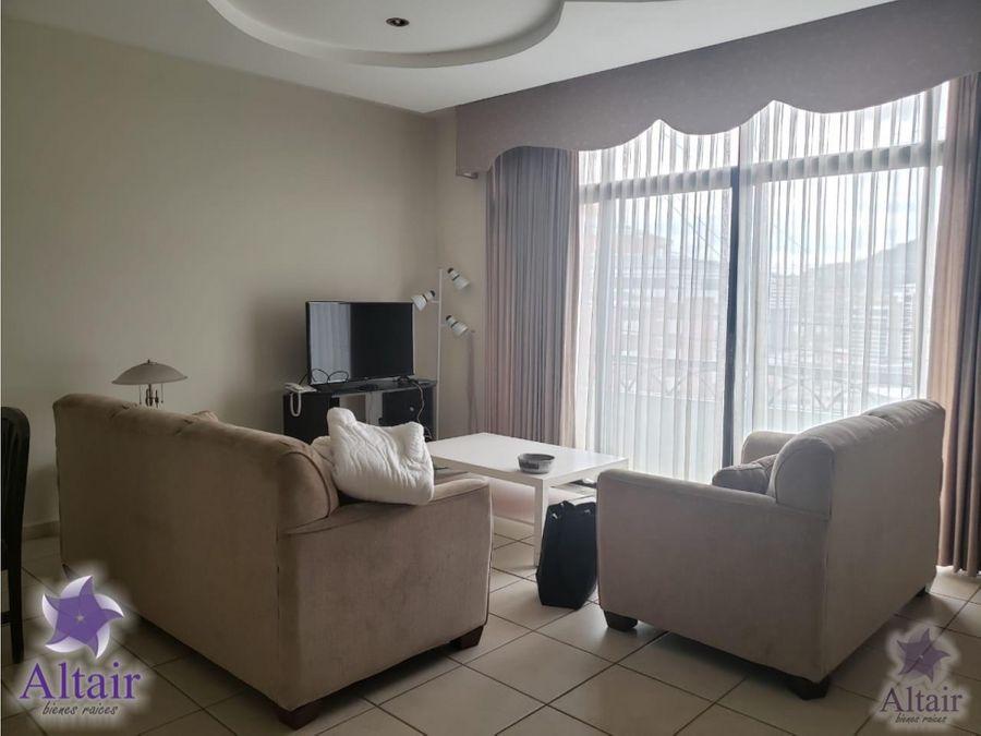 se alquila apartamento de100 amueblado en residencial la cumbre