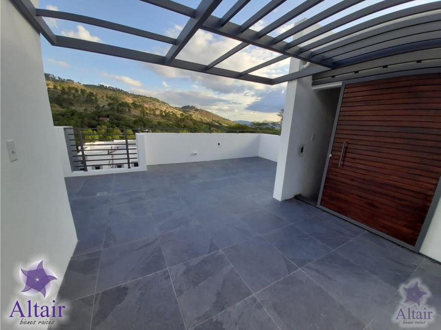 se renta hermosa y moderna casa en el chimbo