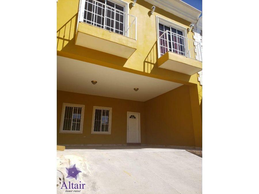 se vende casa en residencial palma real