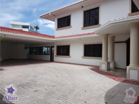 se vende o se alquila residencia en lomas del mayab