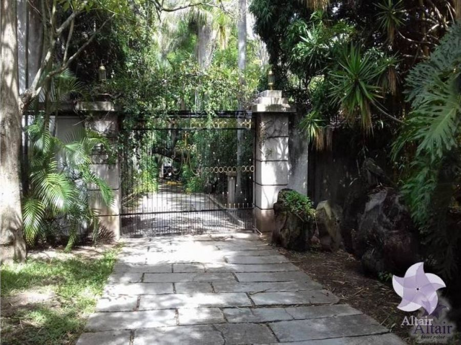 se vende casa amplia en colonia viera