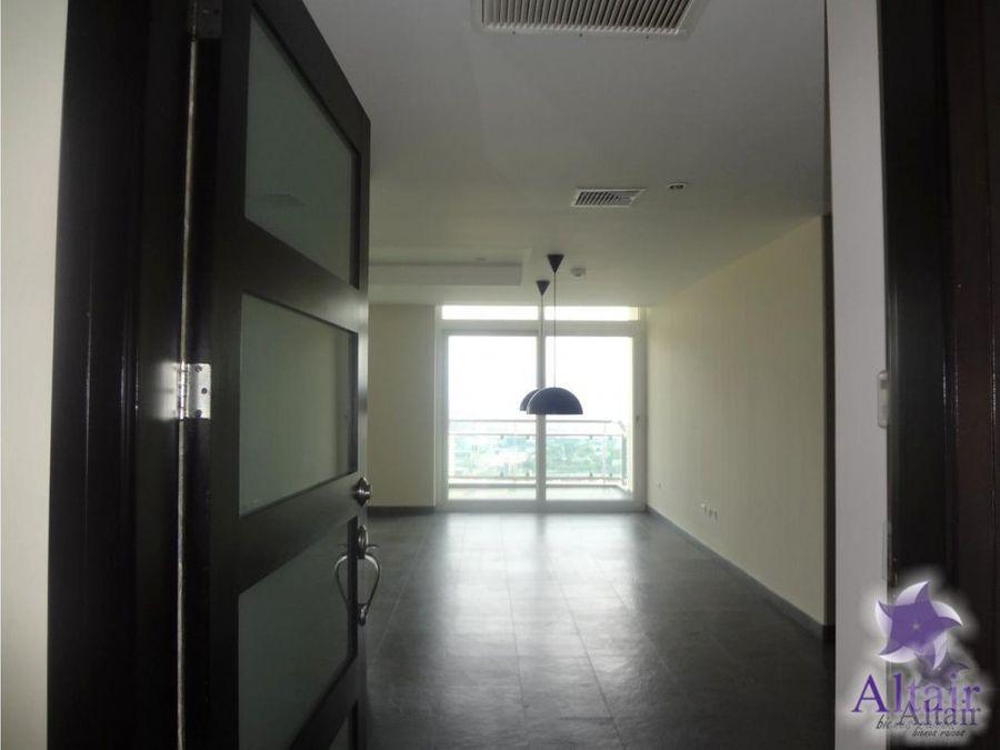se alquila apartamento en edificio sky