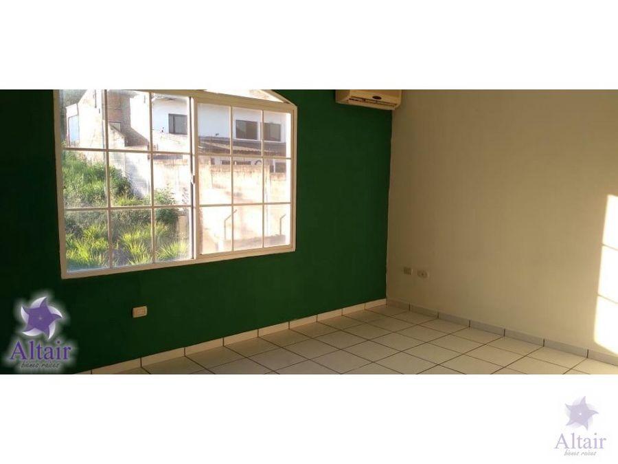 se renta apartamento de dos habitaciones en altos de miramontes
