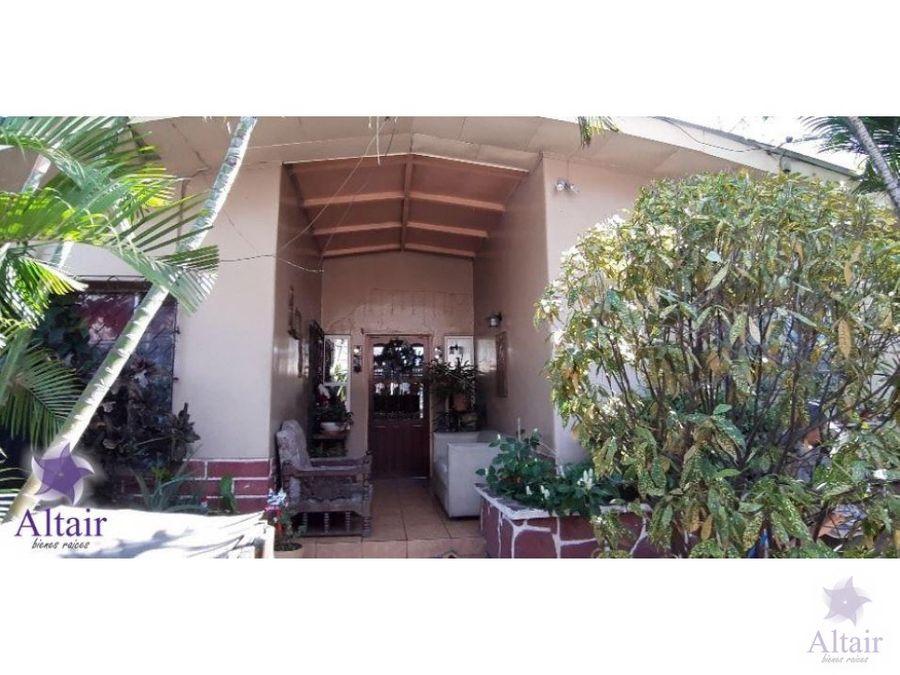 se vende casa comercial en colonia lara
