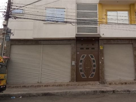 alquiler de amplio local comercial en gomez rendon y maldonado