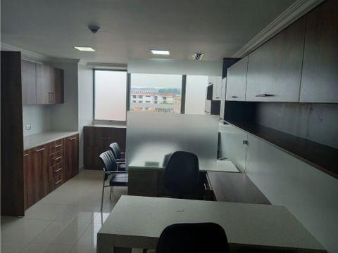 se vende oficina amboblada con parqueo en edf city office