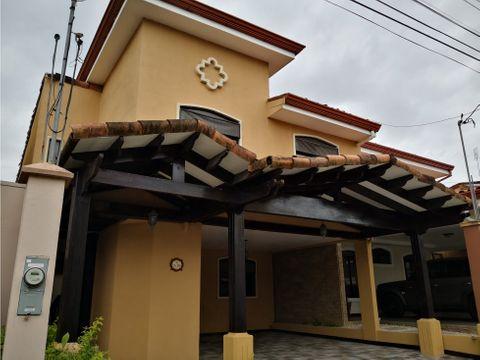 hermosa casa colonial en venta