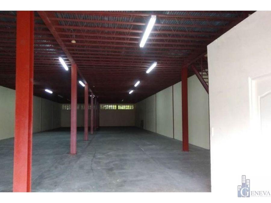amplia galera ubicada en el crisol id 12071