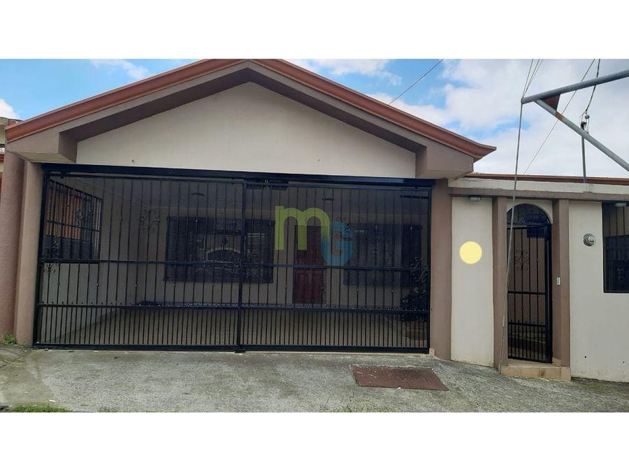 venta de casa de una planta en residencial en tres rios