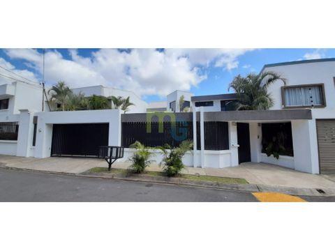 venta de casa en residencial de lujo en curridabat