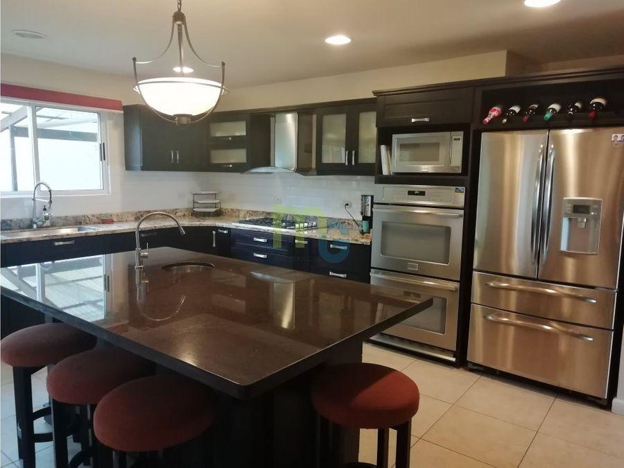 venta de casa en condominio de lujo en curridabat