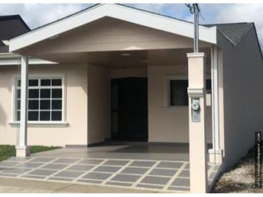 casa a la venta en condominio en paraiso