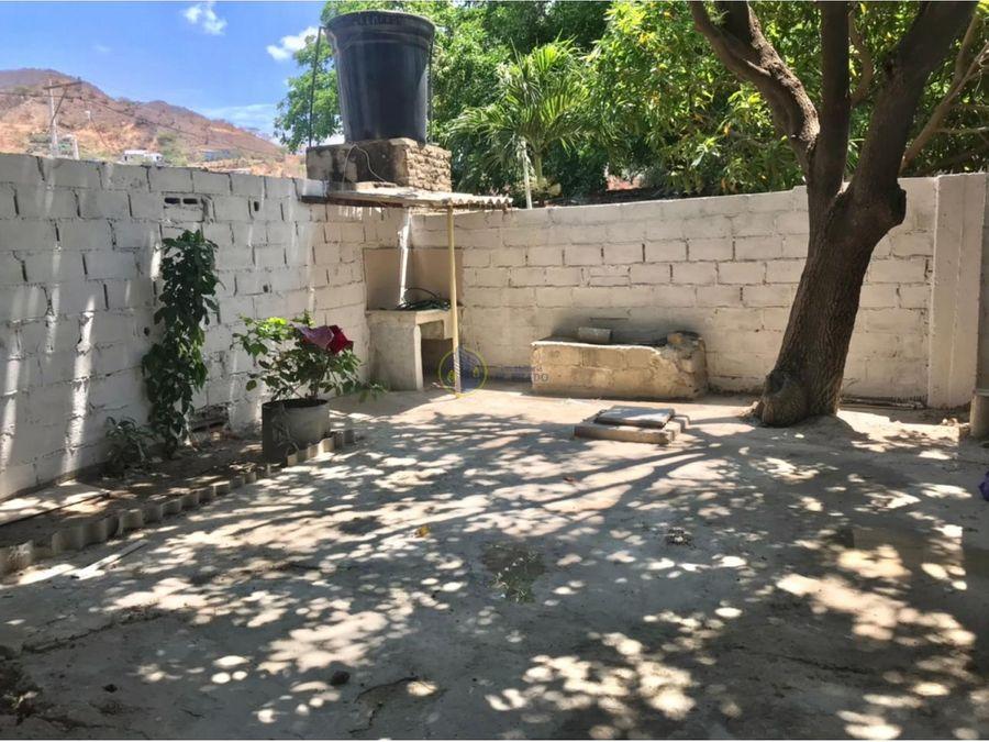 se vende casa en barrio los olivos