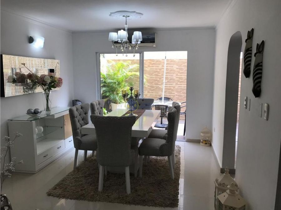 se vende casa en urbanizacion canarias