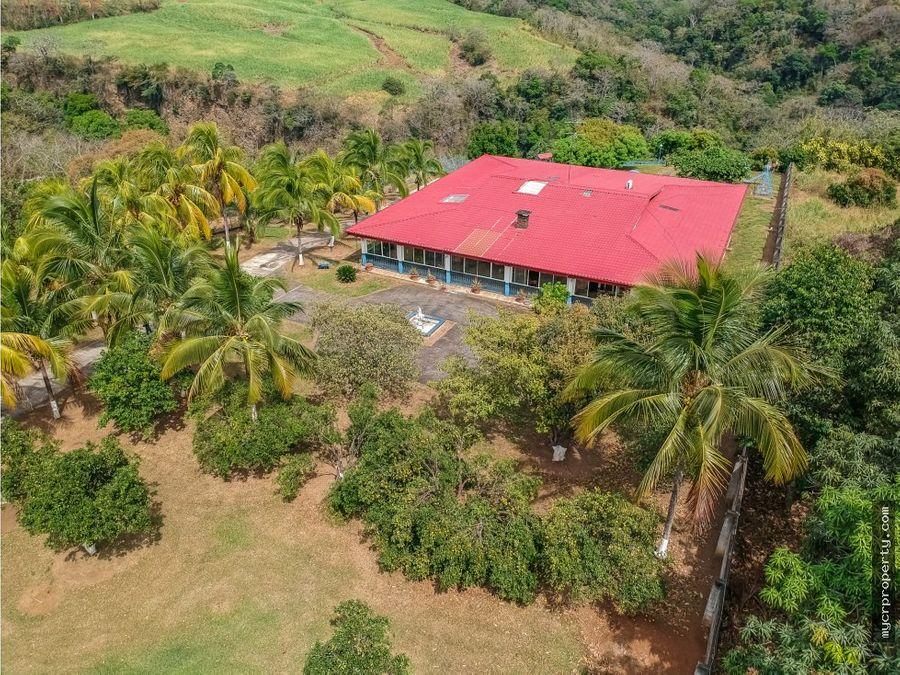casa grande colonial en finca con vistas