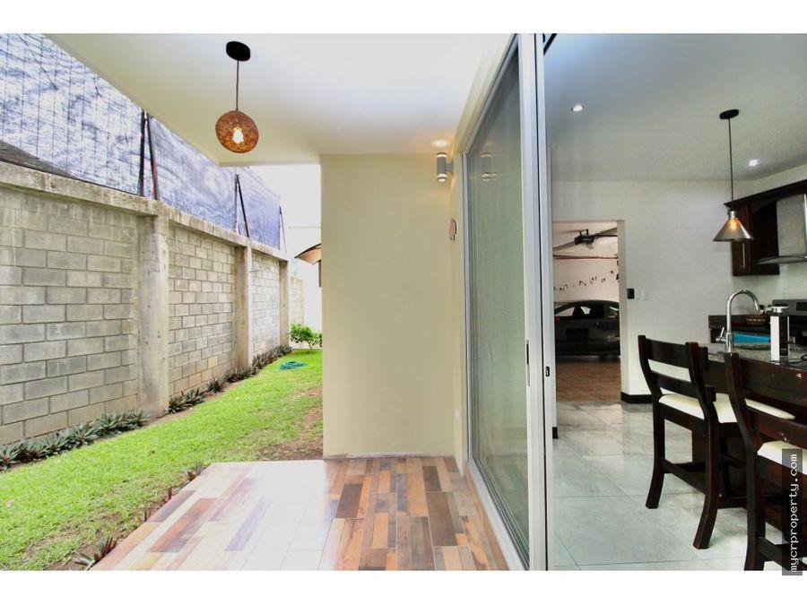 se vende casa moderna en colina linda santa ana