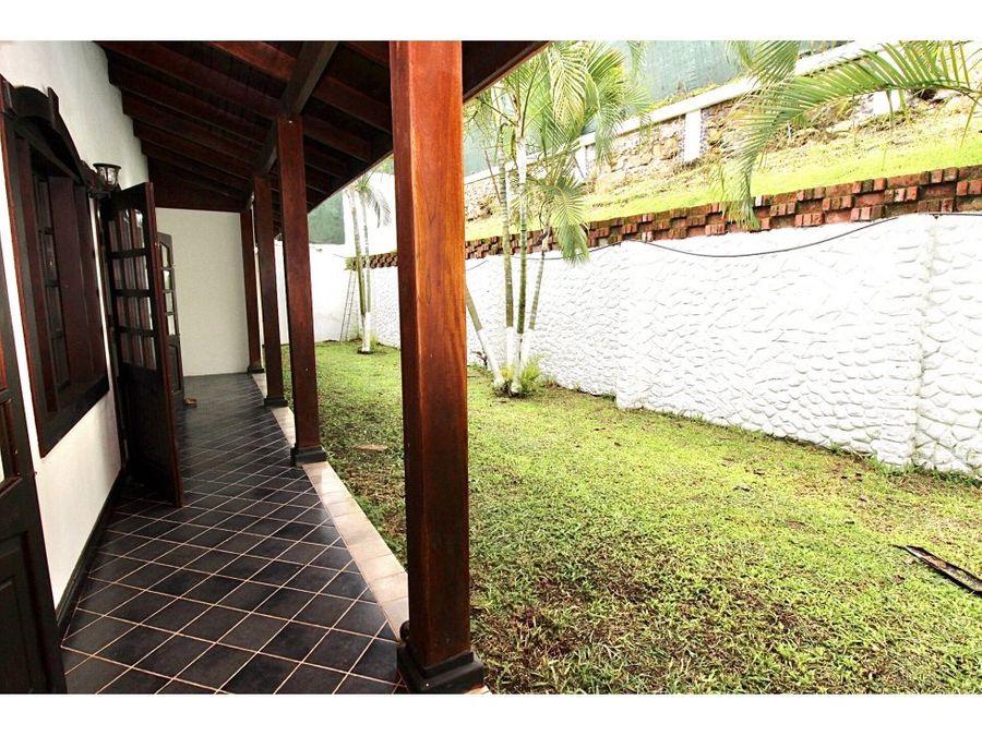 casa estilo colonial en la candelaria de turrucares