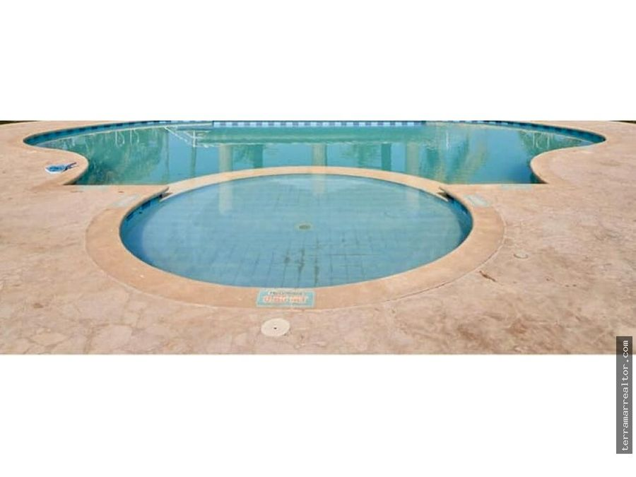 venta de cabana con piscina frente al mar