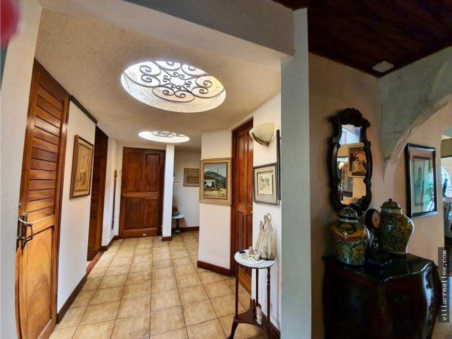 v98 hermosa casa en venta escazu