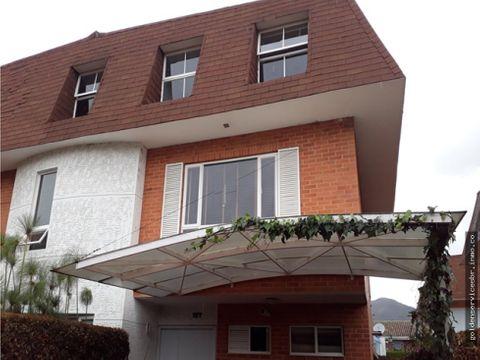 venta de casa 3 niveles en chia bogota