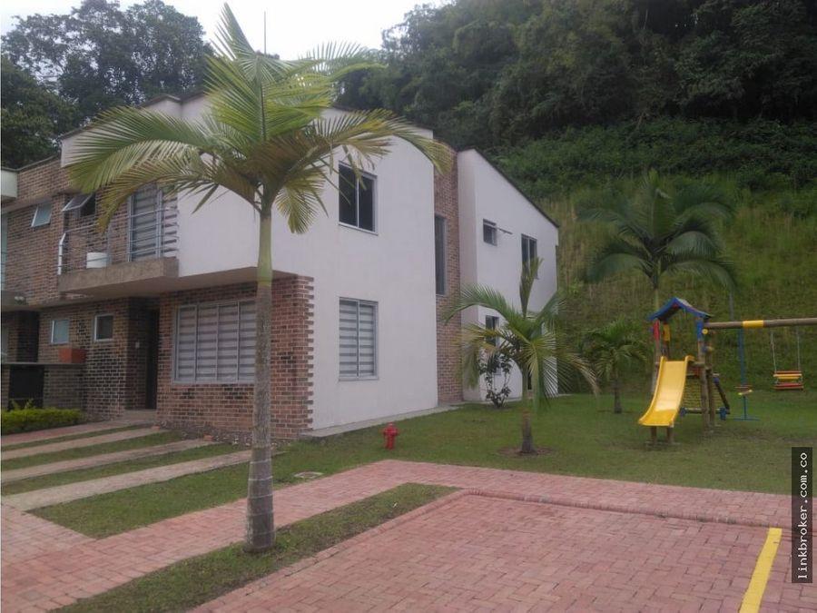 casa en conjunto residencial alamos