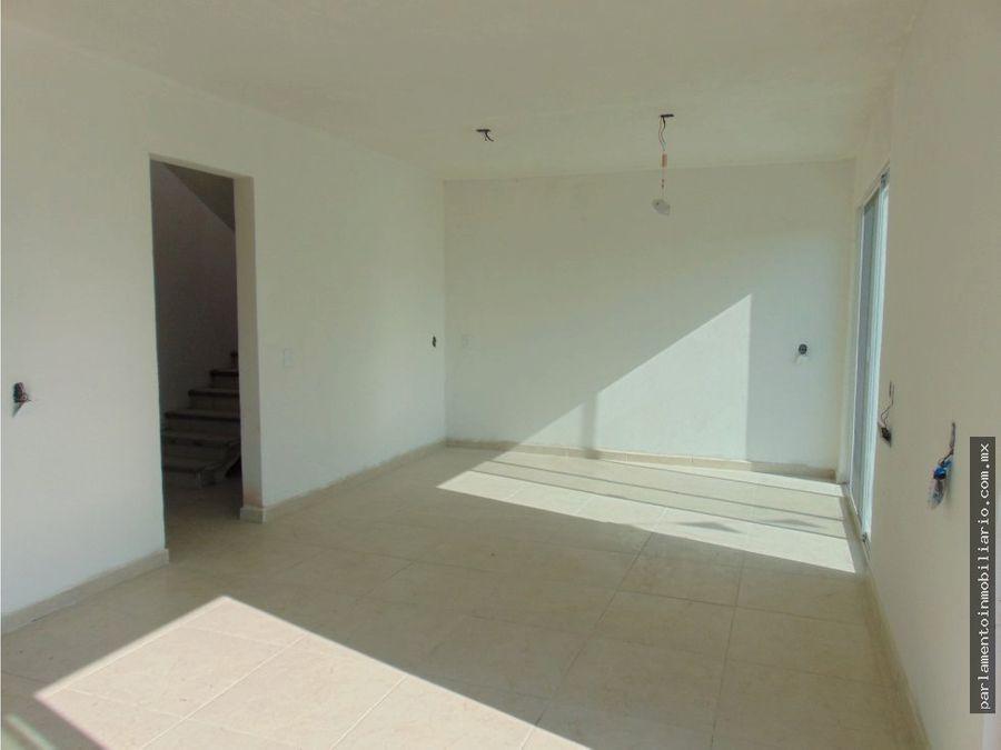 casa sola en venta con alberca 450 mts de terreno