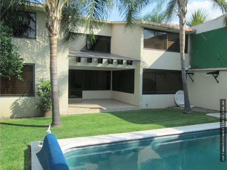 se vende casa en palmira en fraccionamiento con vigilacia 24 hrs