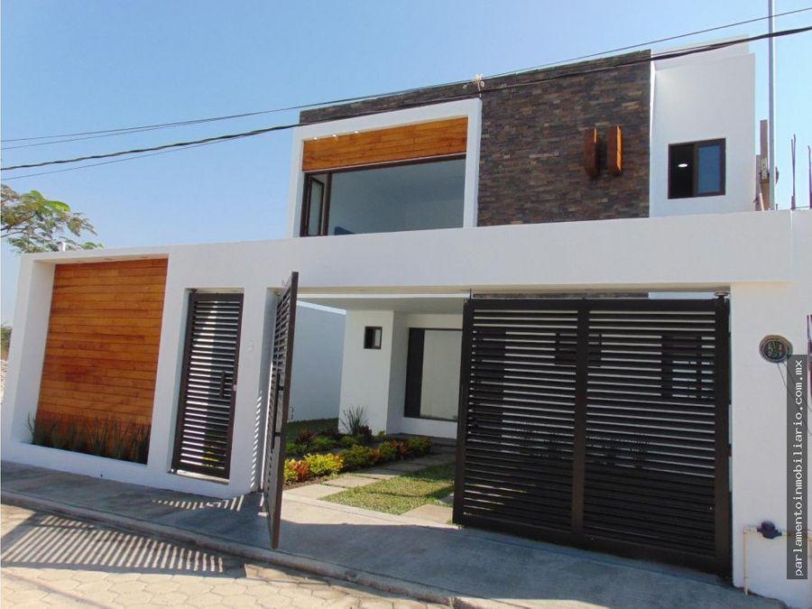 casa con albrca y roof en tequesquitengo