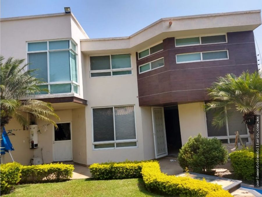 se vende casa en las fincas dos niveles