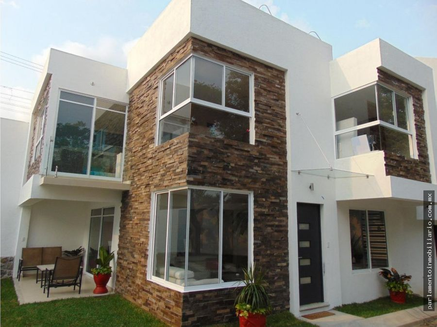 casa en venta con alberca closter de solo 8 casas