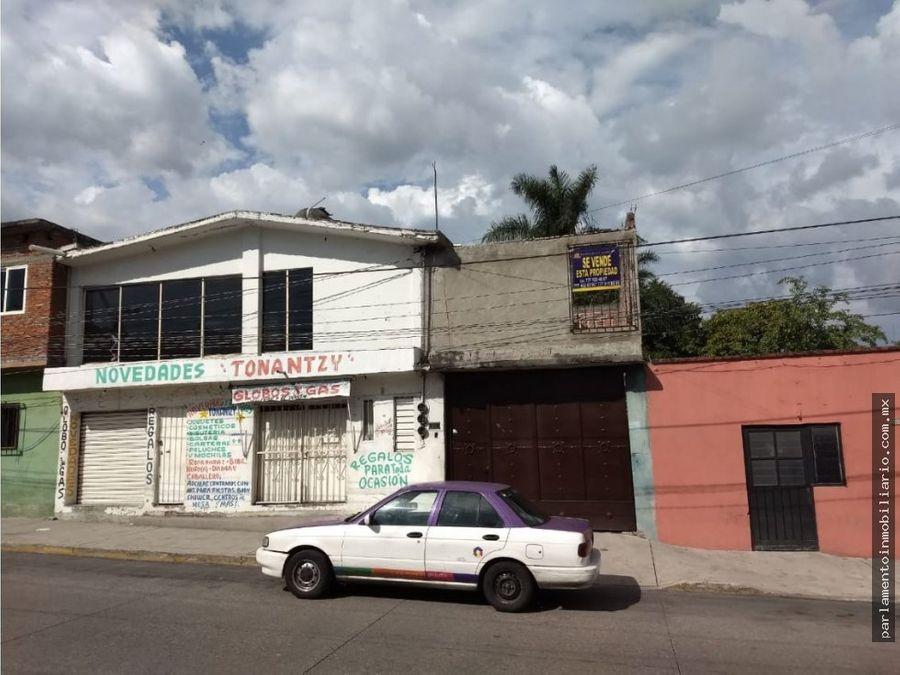 se vende casa con alberca en avenida principal
