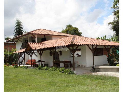 se vende casa campestre en quimbaya