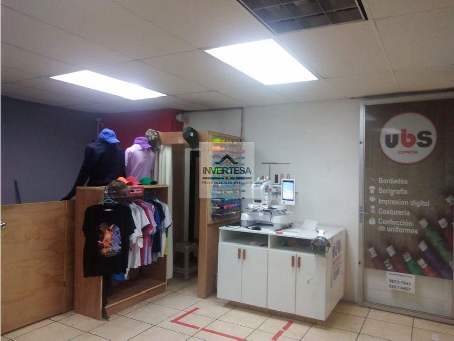 local de uniformes y bordados en centro comercial