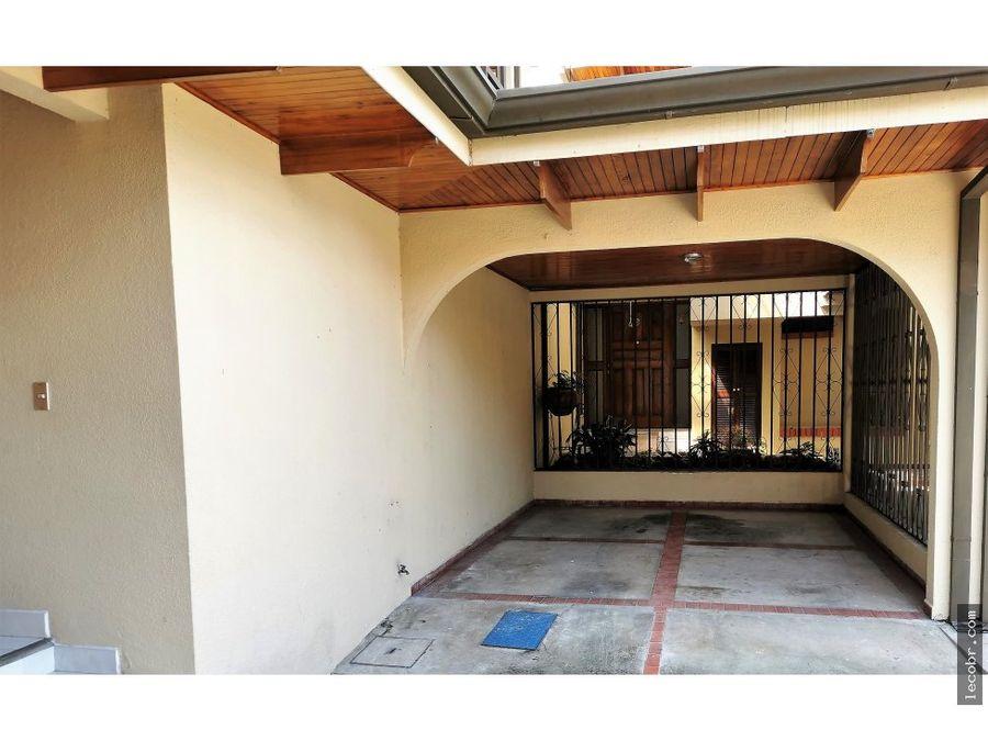 vendo casa condominio dos plantas frente a plaza lincoln