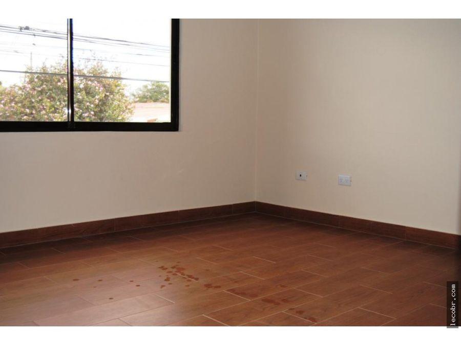 alquilo apartamento planta alta en guadalupe