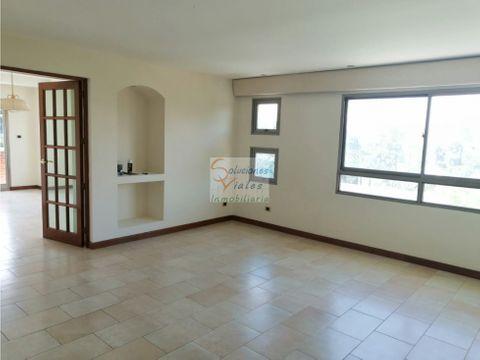 se renta apartamento de 3 habitaciones en zona 10