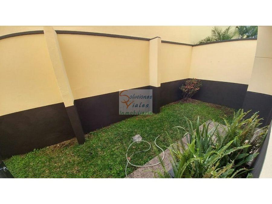 rento apartamento en zona 10 con jardin