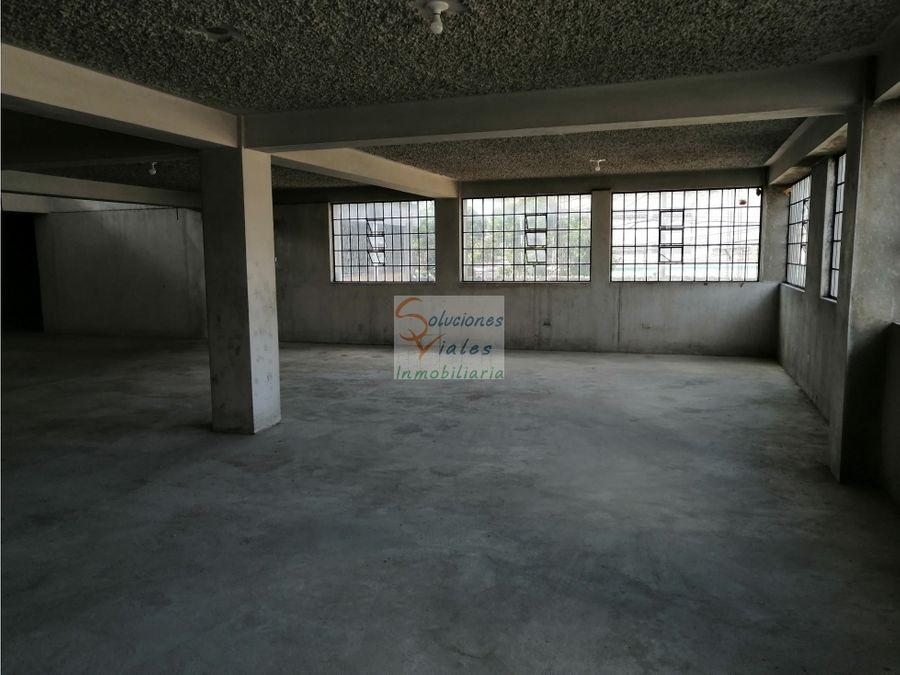 se vende propiedad con 2 bodegas y terreno en zona 1