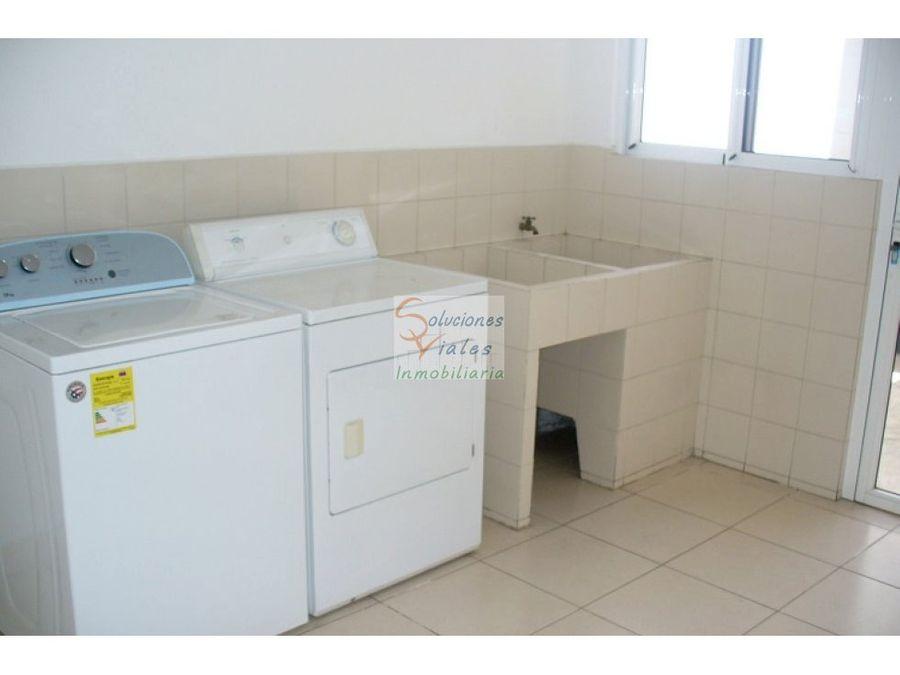 rento casa en condominio reina sofia zona 10