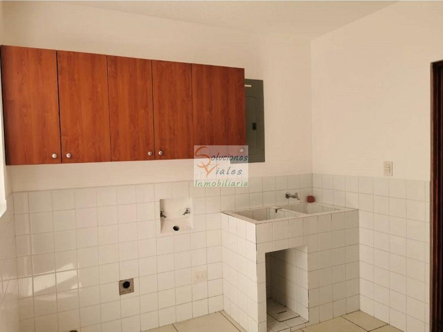 rento casa en condominio canadas de elgin zona 13