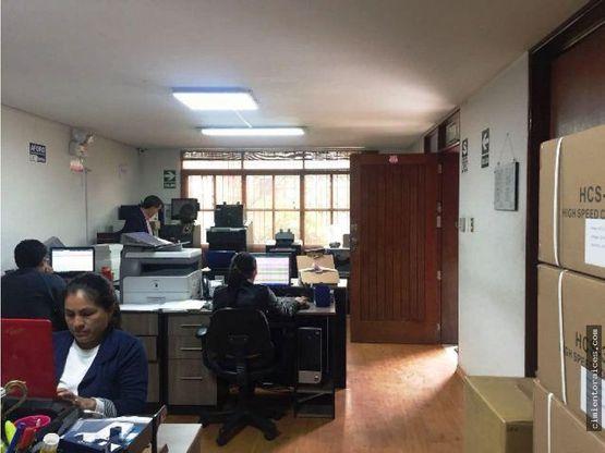 amplia oficina en primer piso surco